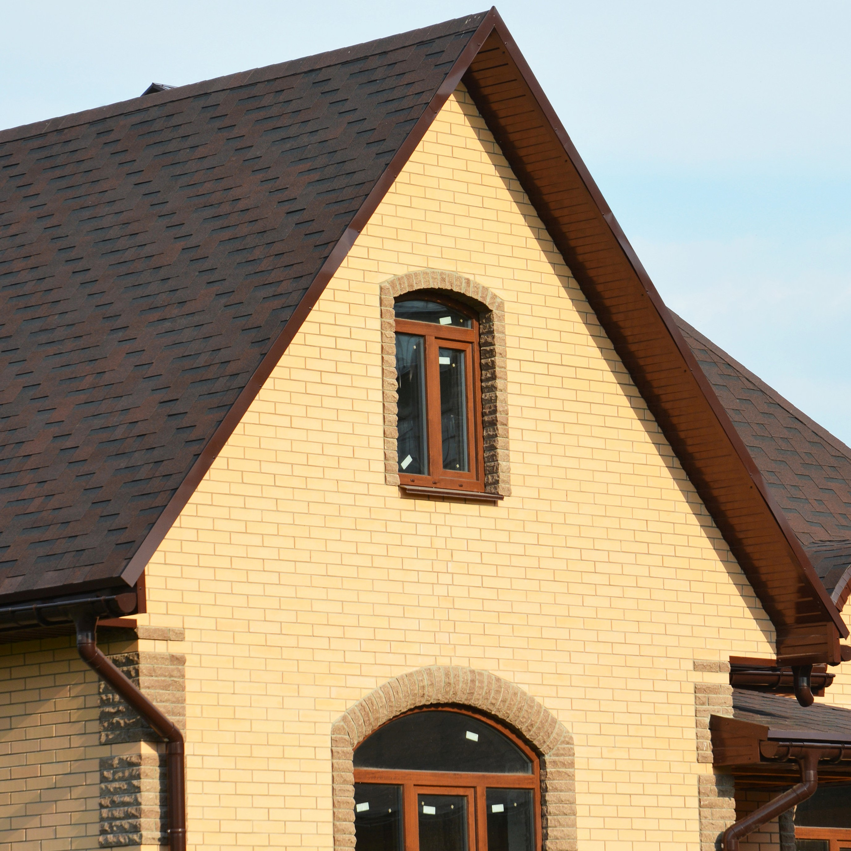 The front of a new home that has a fresh roof installed.